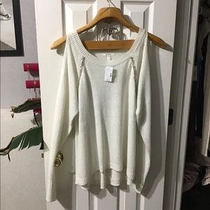 White/creme long sleeve top